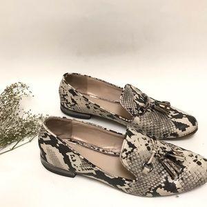 Zara Snakeskin Loafers In a size 9